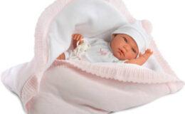 Újszülött baba több kiegészítővel